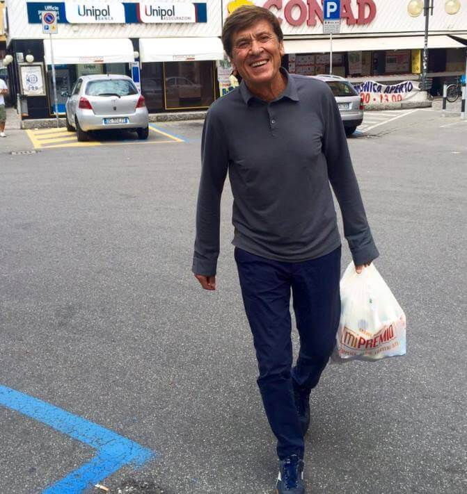 Morandi fa spesa la domenica e scatena ira utenti fb: