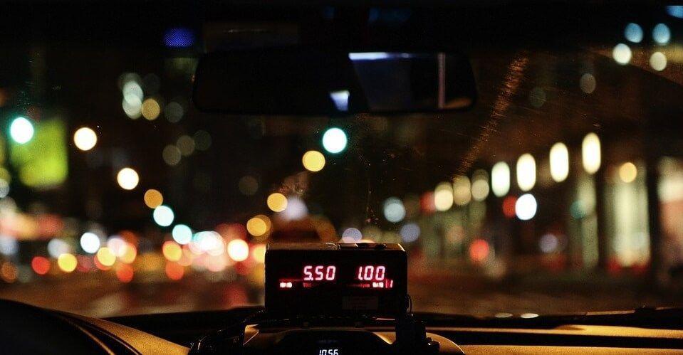 Taxi, sesto giorno di protesta Ancora uova contro Uber e tensioni